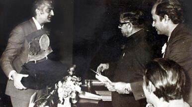 1972-Gold-Seal-award